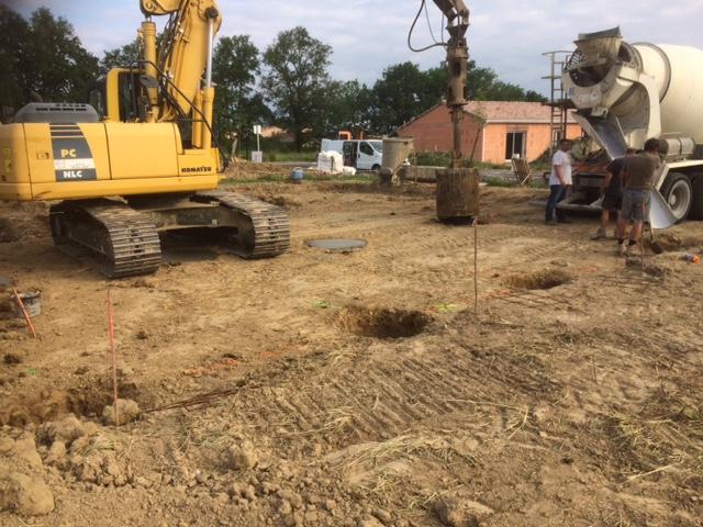réalisation des fondations par puits à la tarière creuse pour la construction de la maison de CEPET