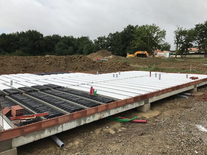 Construction du plancher de la maison de CEPET