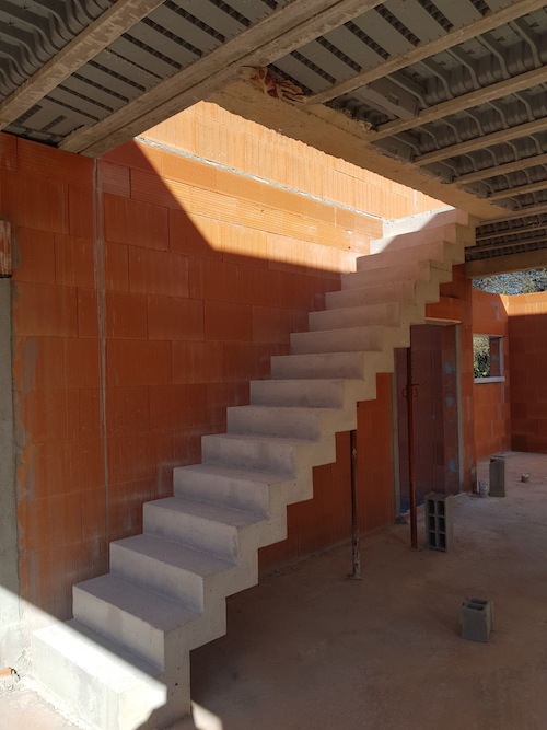 Cr ation d un escalier b ton design ma concept for Escalier beton design