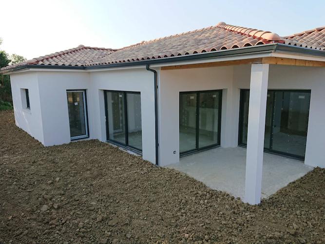 construction de la maison individuelle de SAINTE FOY D'AIGREFEUILLE coté terrasse